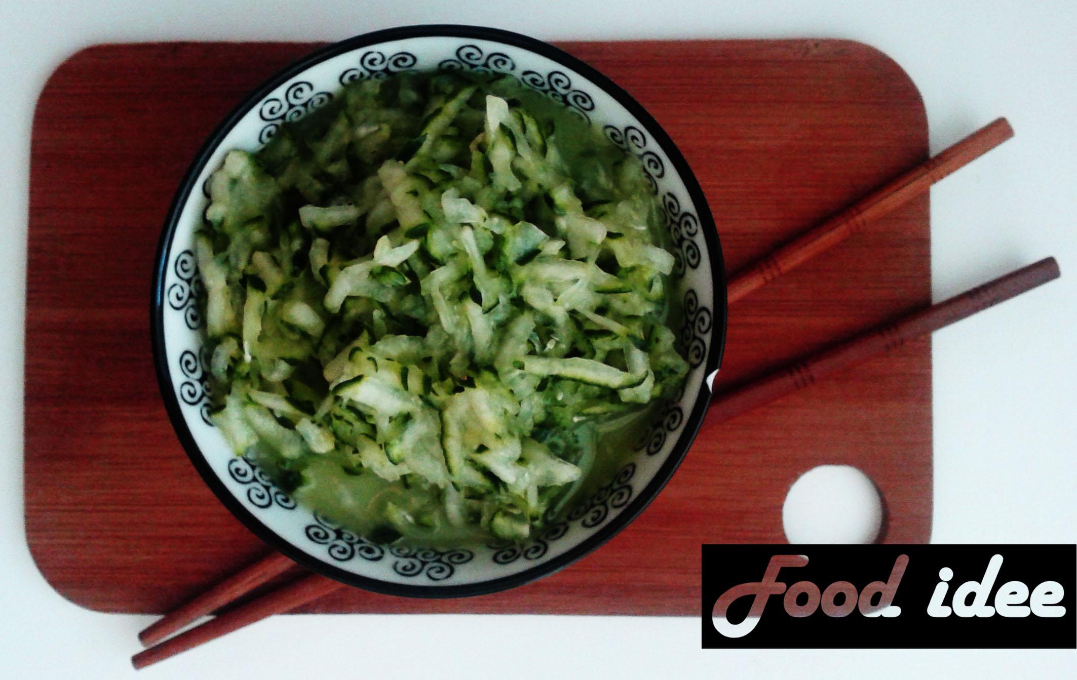 Frisse komkommersalade met azijn